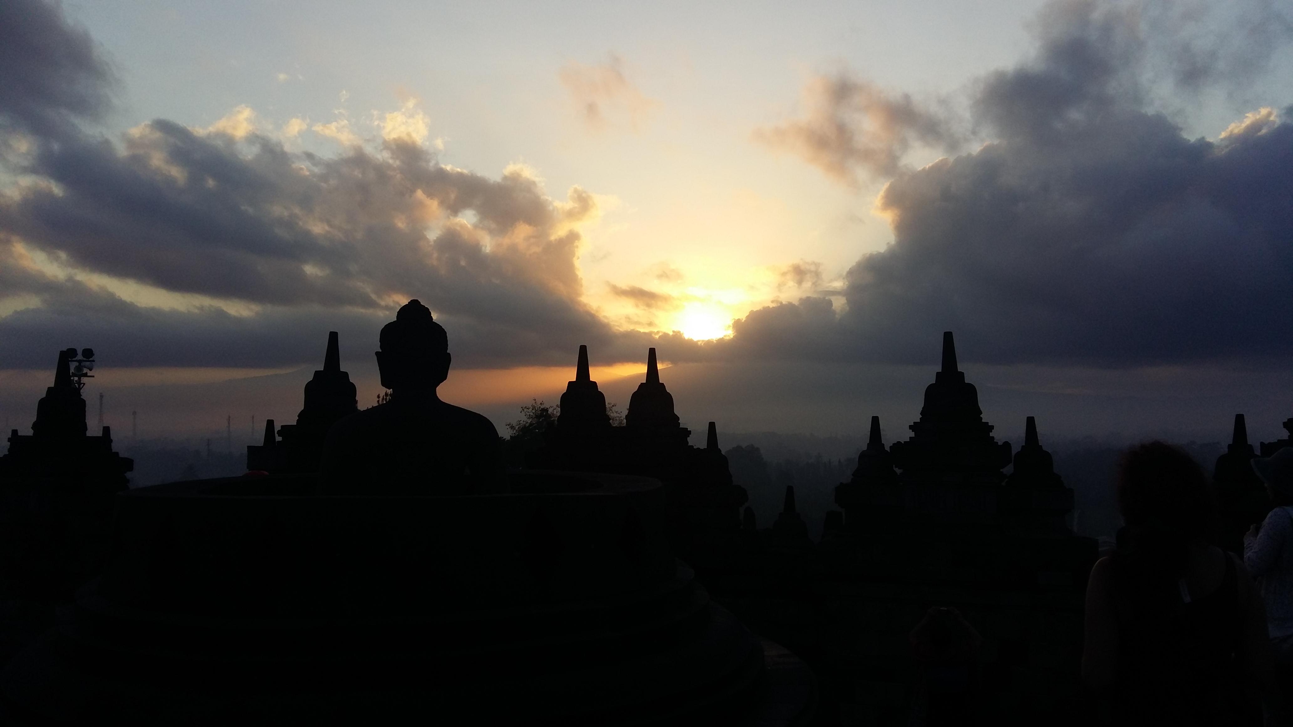 Borobudur, formado por 504 estatuas de Buda
