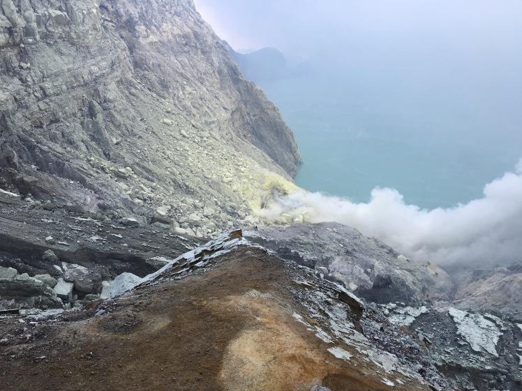 la caldera turquesa del volcán Íjen