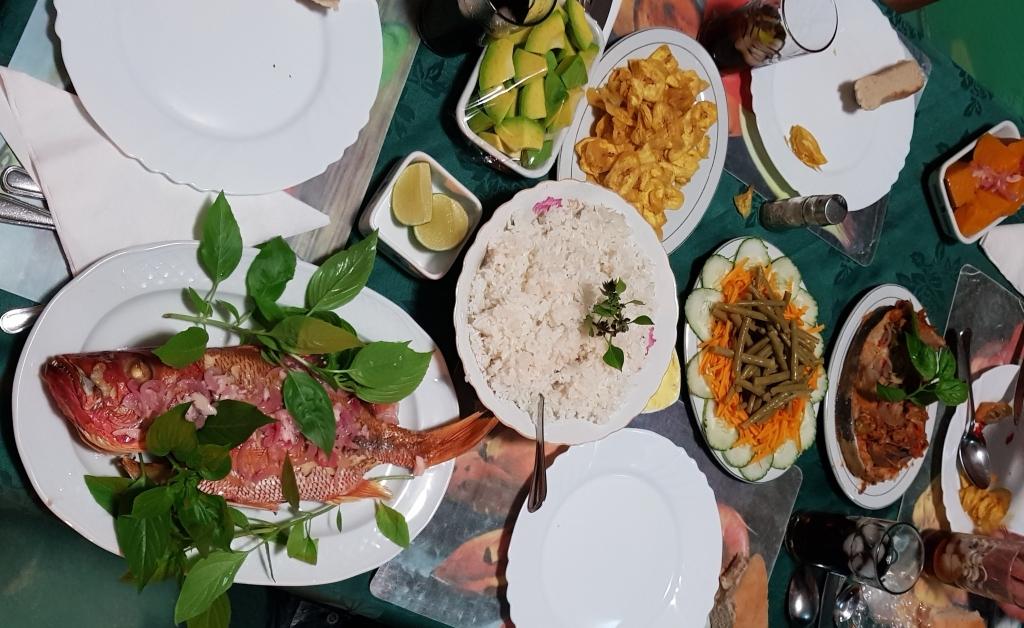 Comida en Playa Larga